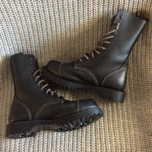 10 eye Dr. Martens like new, only worn twice. Rare